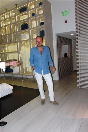 100% Capri Store - Tony Aiello, The King of Linen - 1