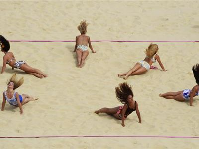 Cheerleaders in Olympic games: Beach volley