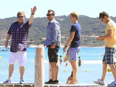 Elton John en vacances à Saint Tropez sans David Furnish