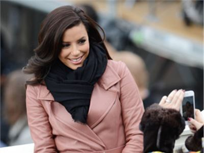 Eva Longoria in antique pink poses for her fans in Washington.