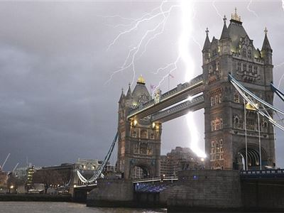 Incredible clash of Lightnings over Tower Bridge